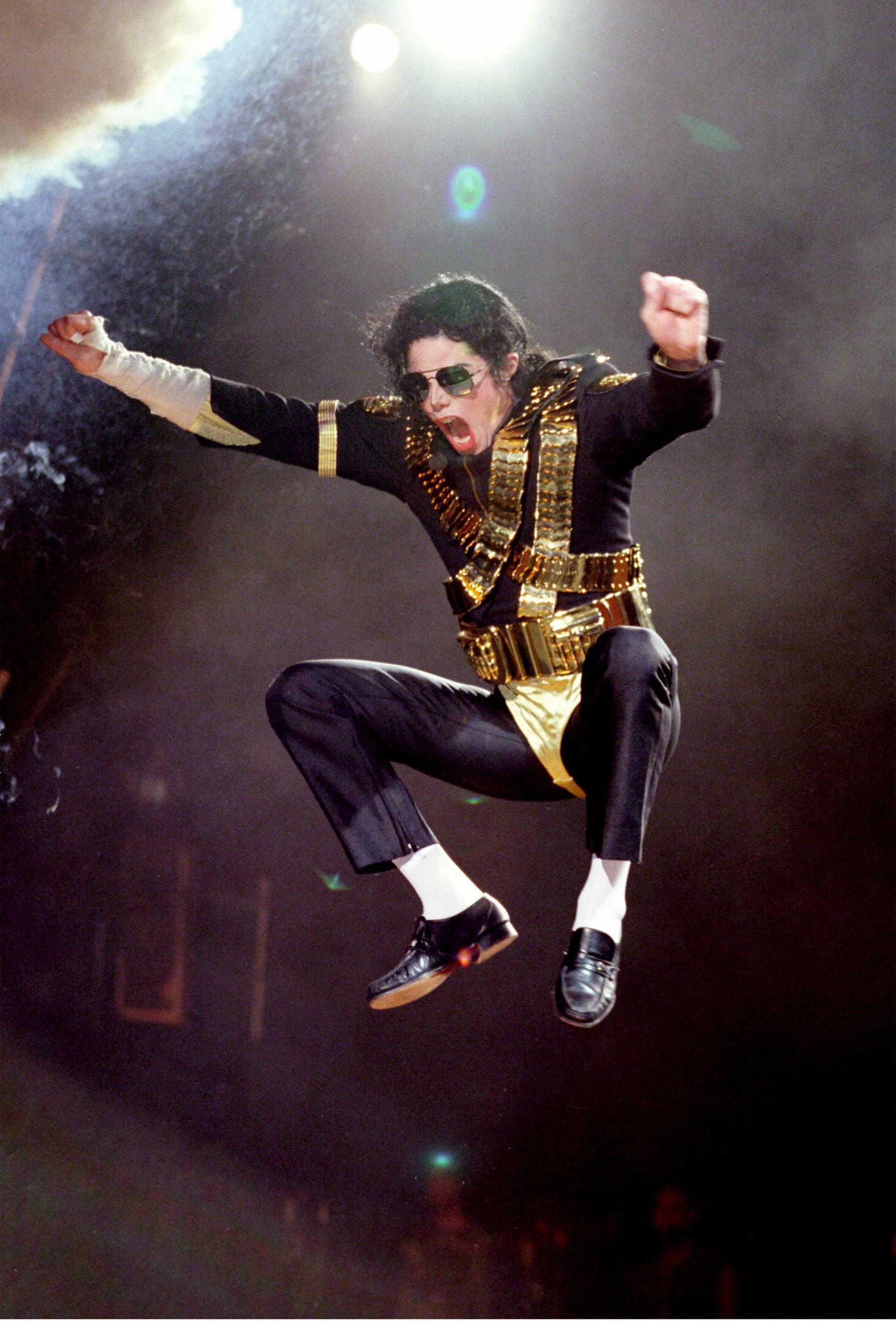 Dangerous-Tour-michael-jackson-7627163-1736-2560