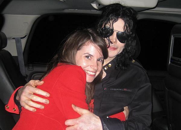 Michael-Jackson-with-his-fan-michael-jackson-29610238-600-430