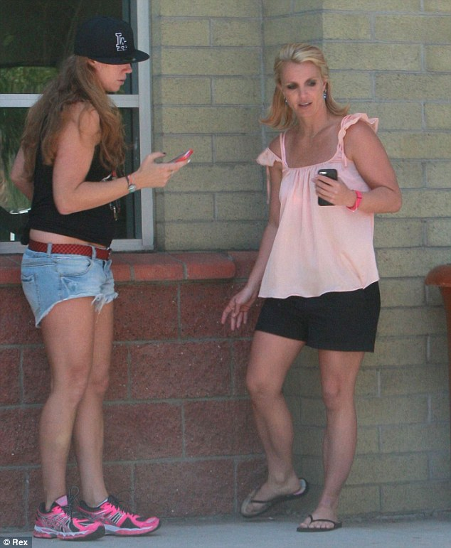 Britney Spears Smoking 2014 Article-0-1f43a8be00000578-