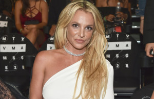britney-spears-mtv-vmas-show-2016-billboard-1548